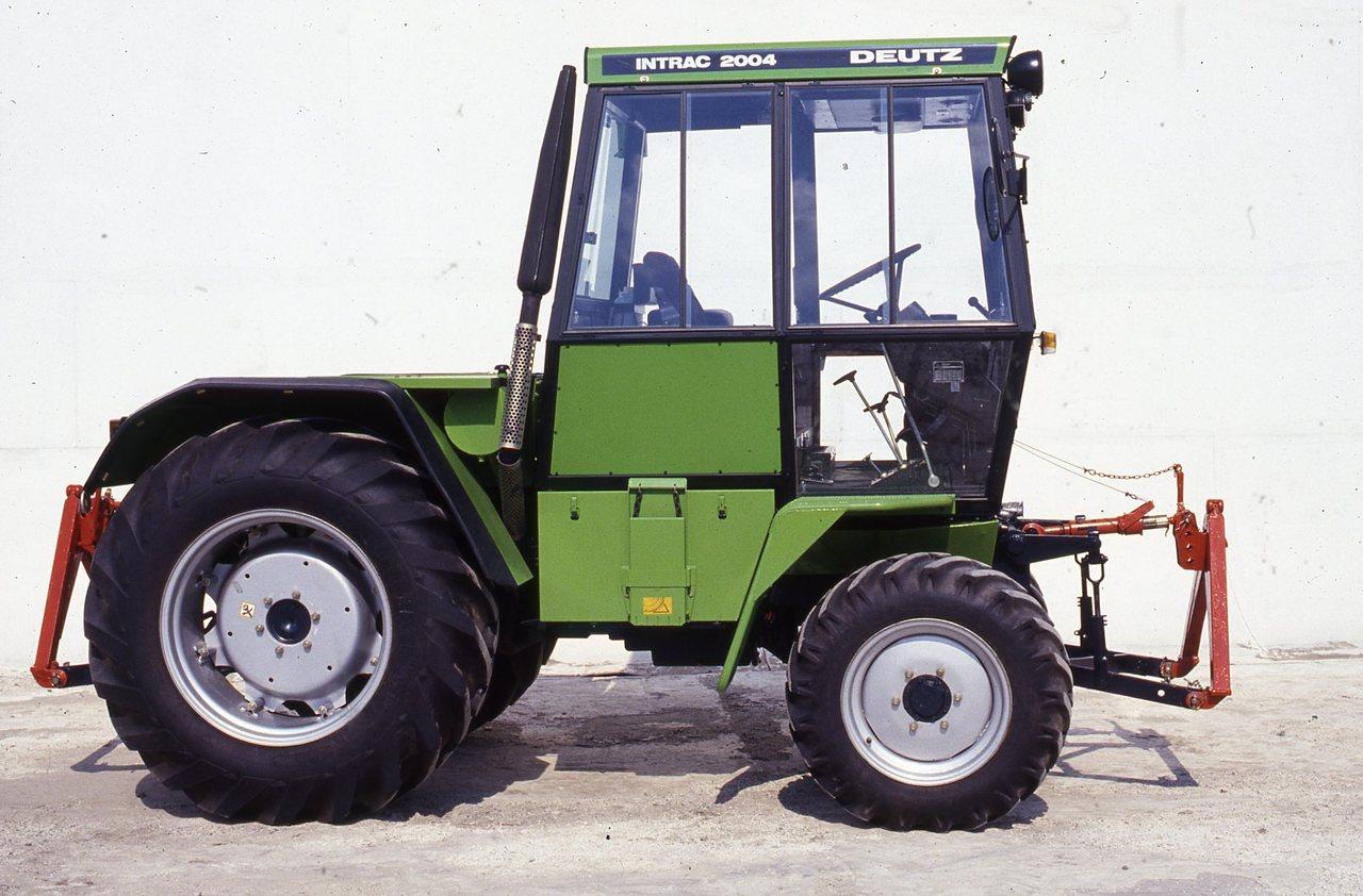 [Deutz-Fahr] trattore Intrac 2004 visto lateralmente