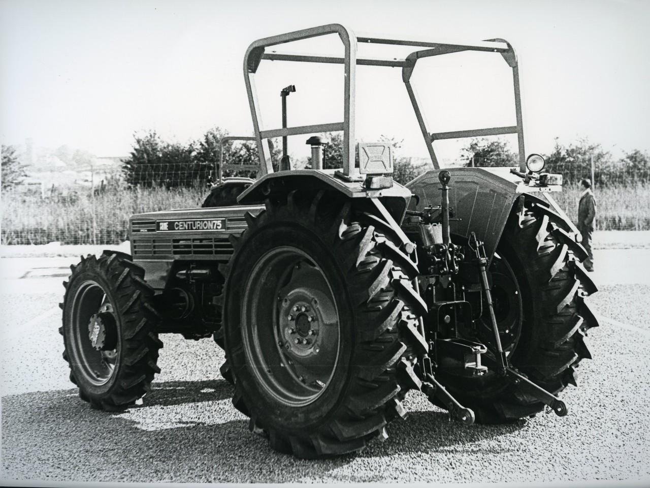 [SAME] trattore Centurion 75, vista posteriore e laterale