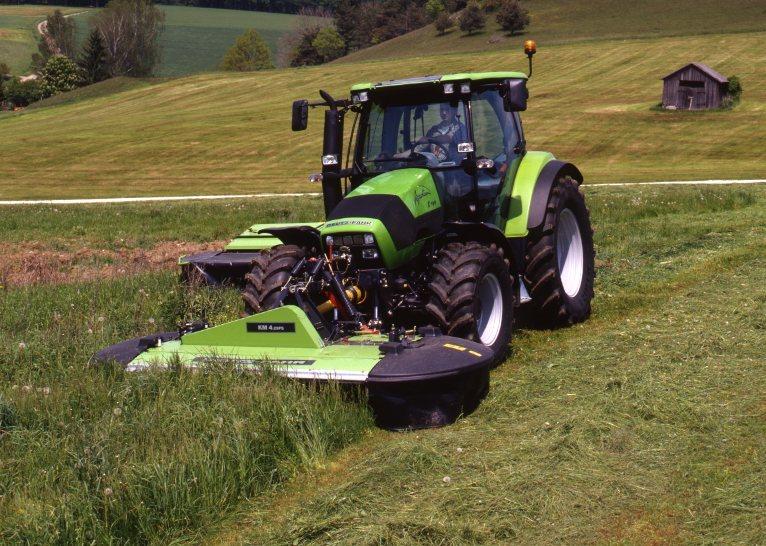 [Deutz-Fahr] trattore Agrotron K 100 al lavoro con falciatrice KM 4.29 FS