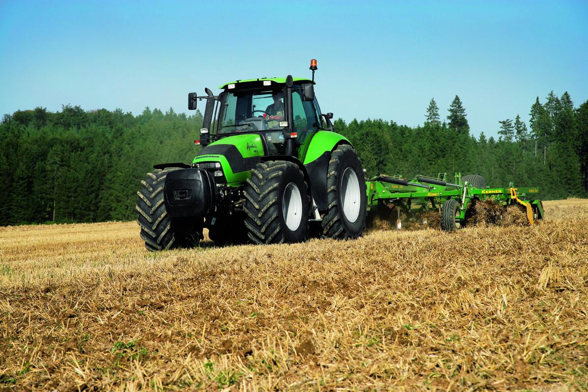 [Deutz-Fahr] trattori Agrotron 180.7 al lavoro con ripuntatore ed erpice