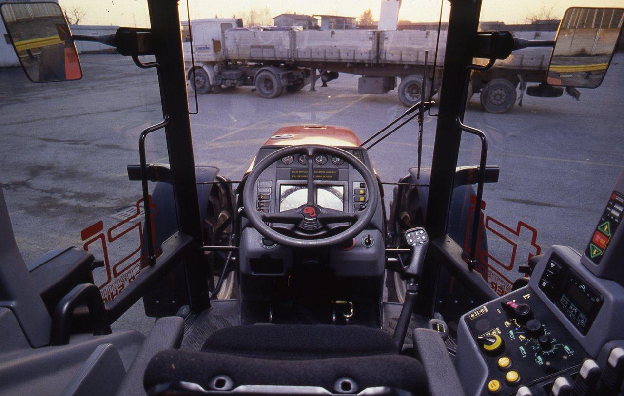 [SAME] foto campagna pubblicitaria, trattore Titan 190, particolari