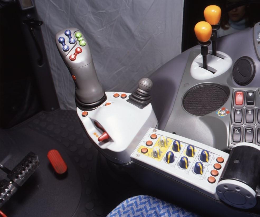 [Deutz-Fahr] comandi di cabina del trattore Agrotron serie TTV