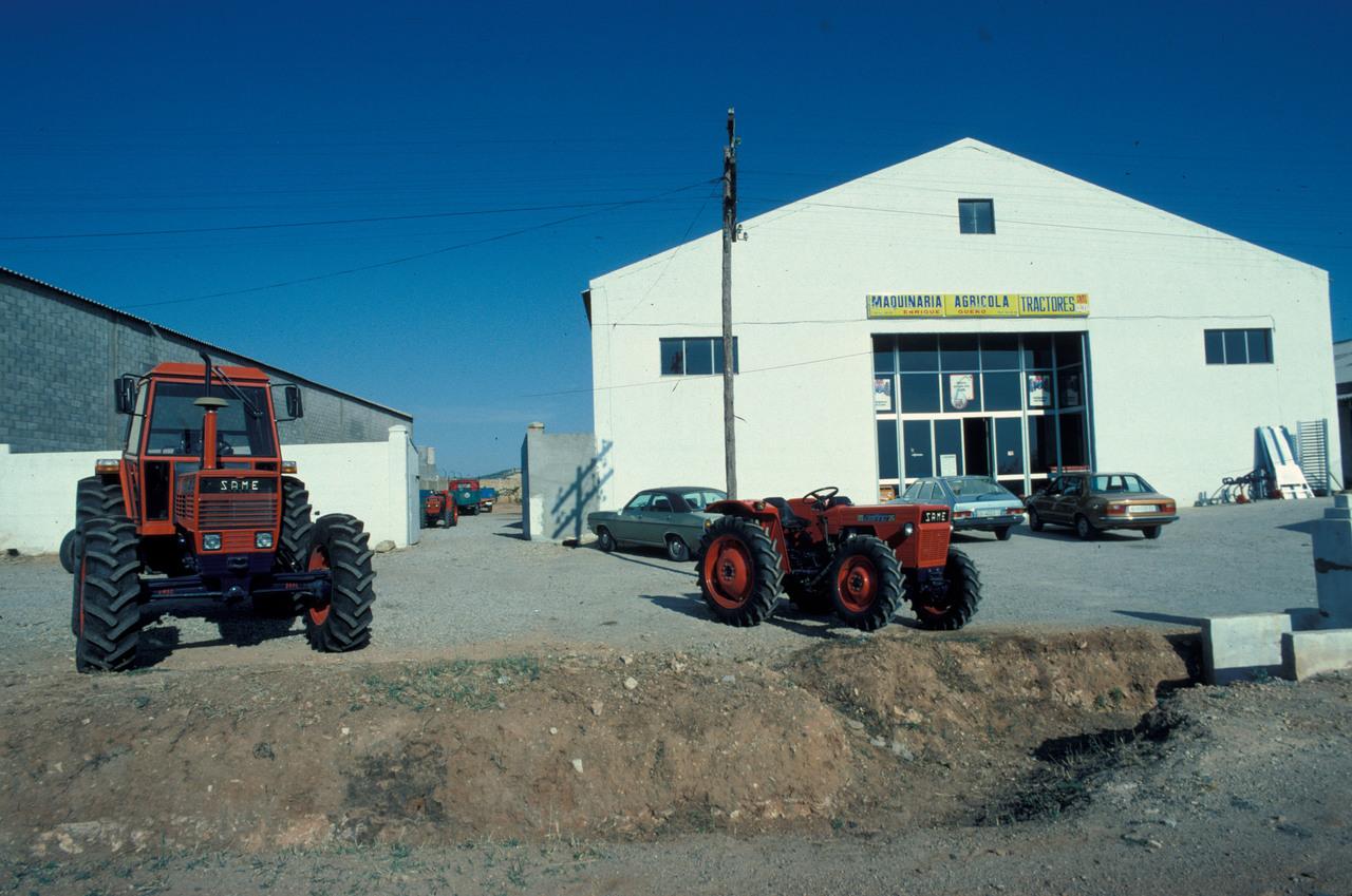 [SAME] trattori Buffalo 130, Delfino 35, Panther 95 presso un concessionario spagnolo