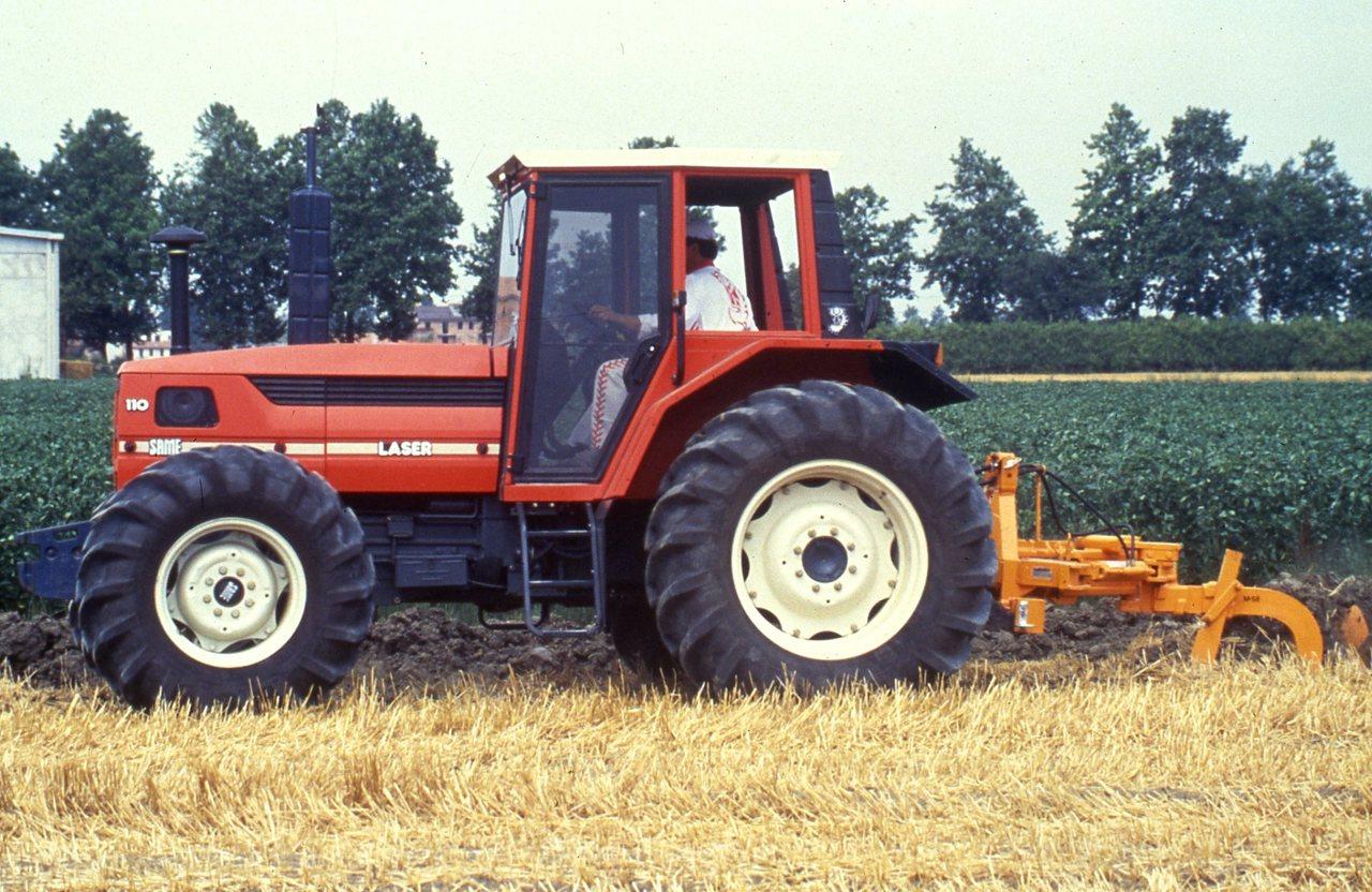 [SAME] trattore Laser 110 al lavoro con ripuntatore