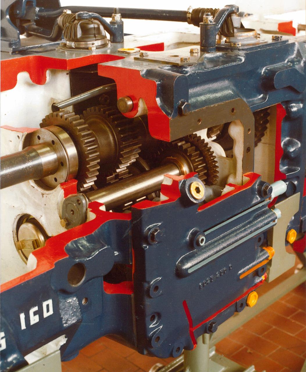 Particolare della trasmissione sezionata del trattore SAME Hercules 160