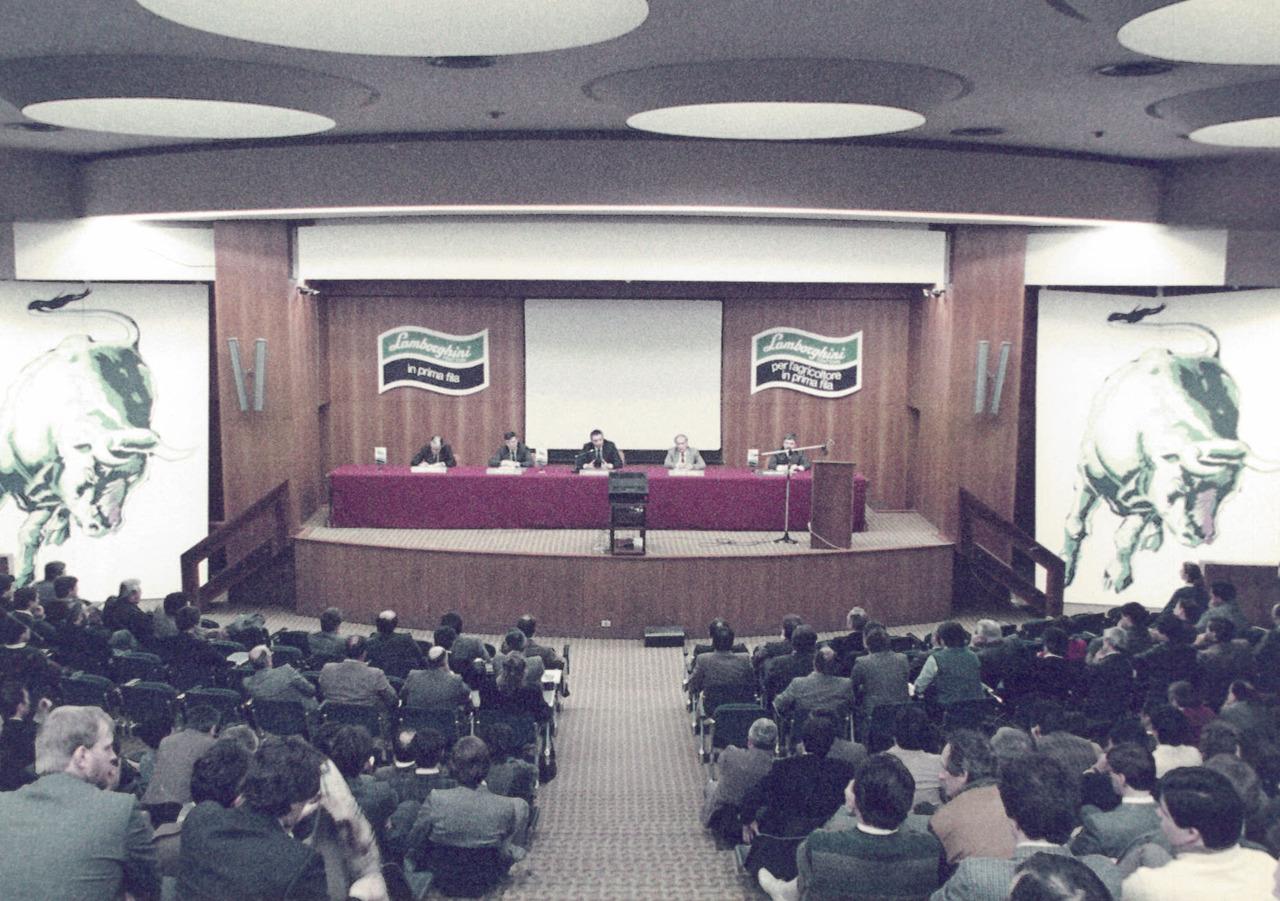 Riunione agenti e conferenza stampa Lamborghini a Verona