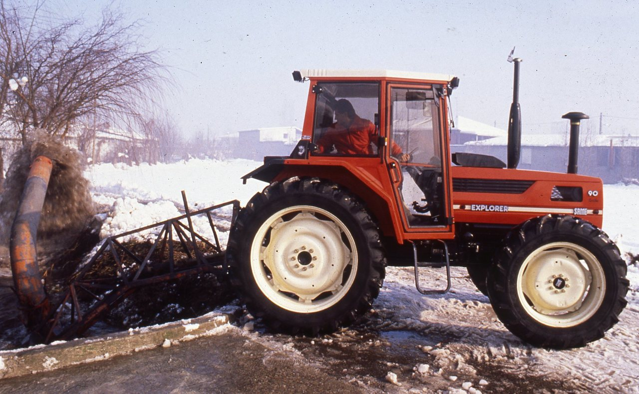 [SAME] trattore Explorer 90 Turbo al lavoro con pompa idrovora