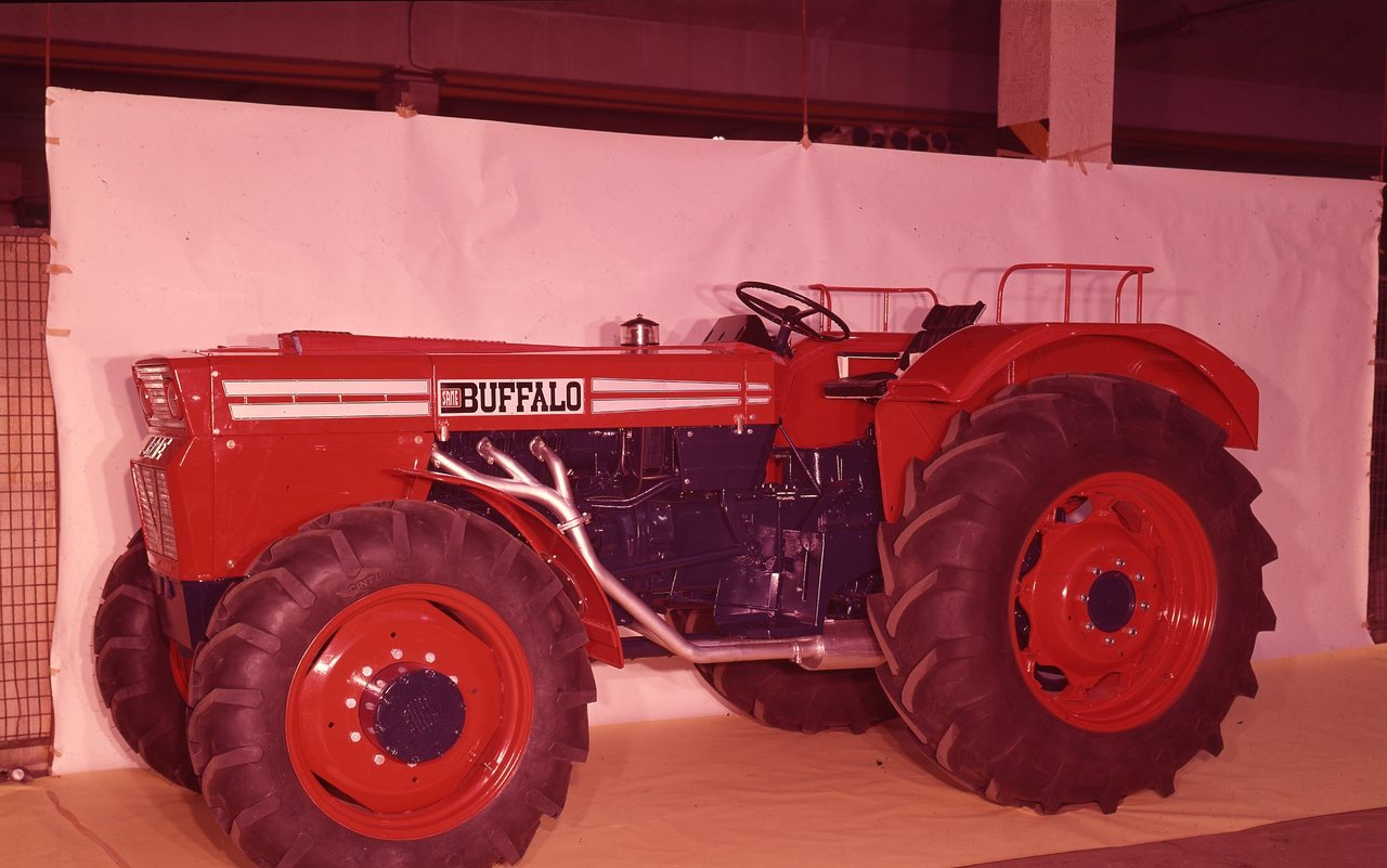 [SAME] trattore Buffalo in studio fotografico