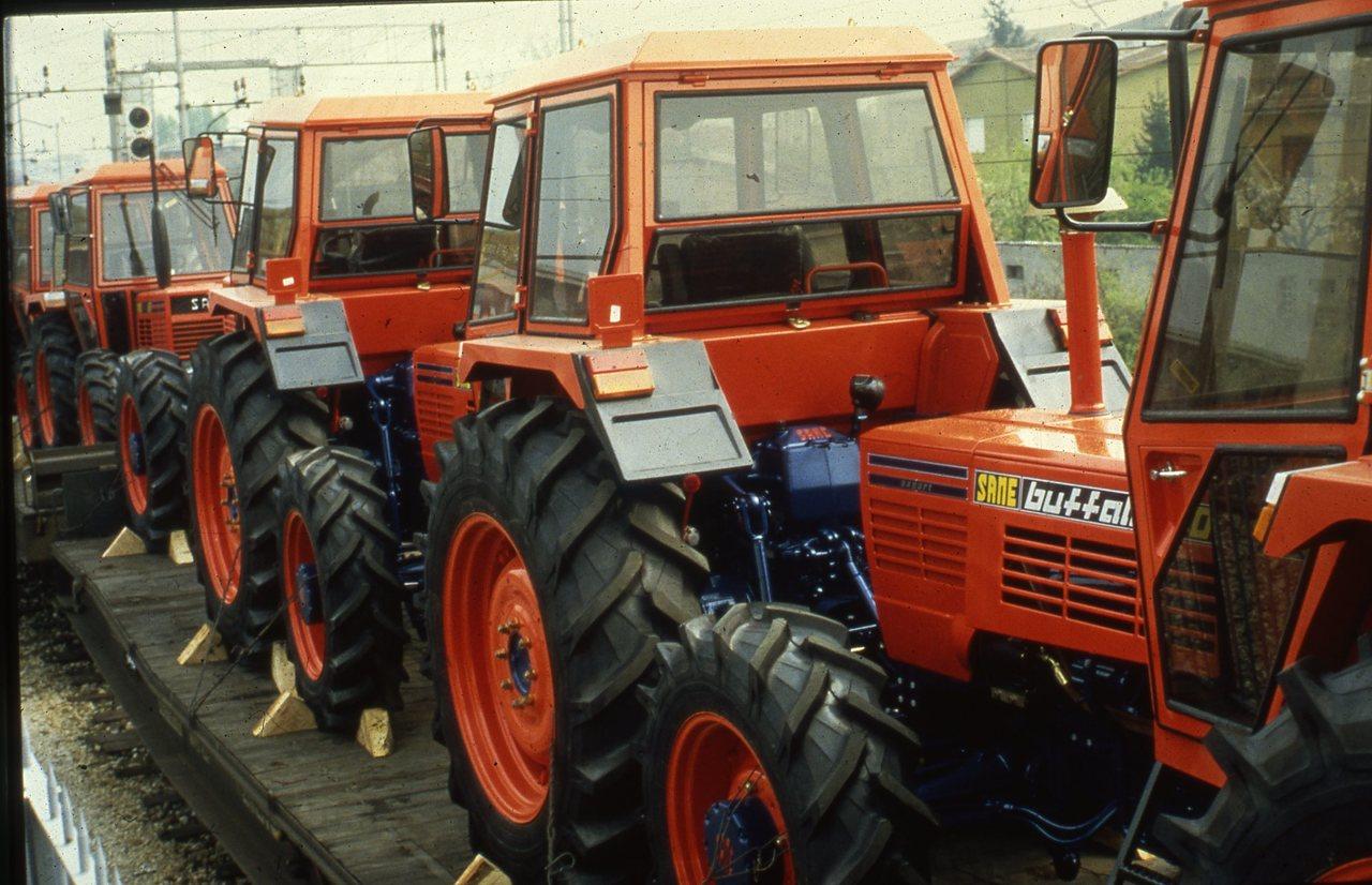 [SAME] trattori Buffalo pronti per la spedizione su rotaia
