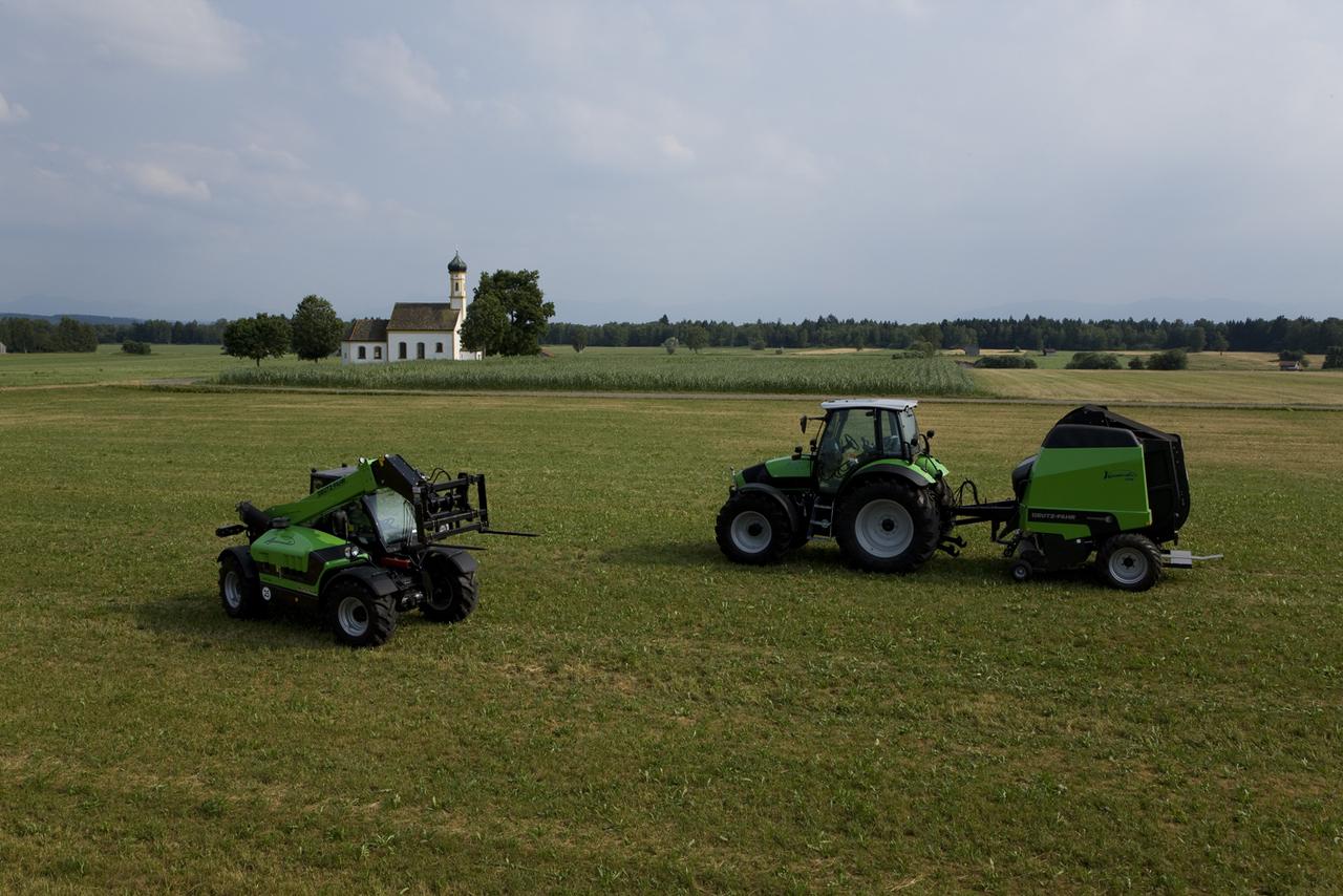 [Deutz-Fahr] trattore Agrotron M 650 al lavoro con Agrovector 29.6 presso Raisting