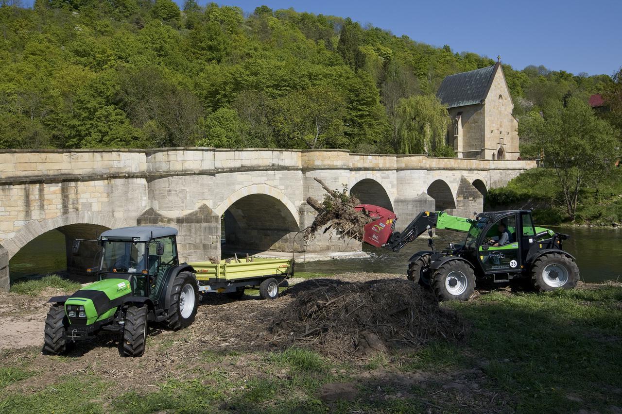 [Deutz-Fahr] trattore Agroplus 315 Ecoline al lavoro con Agrovector 35.7 presso Creuzburg