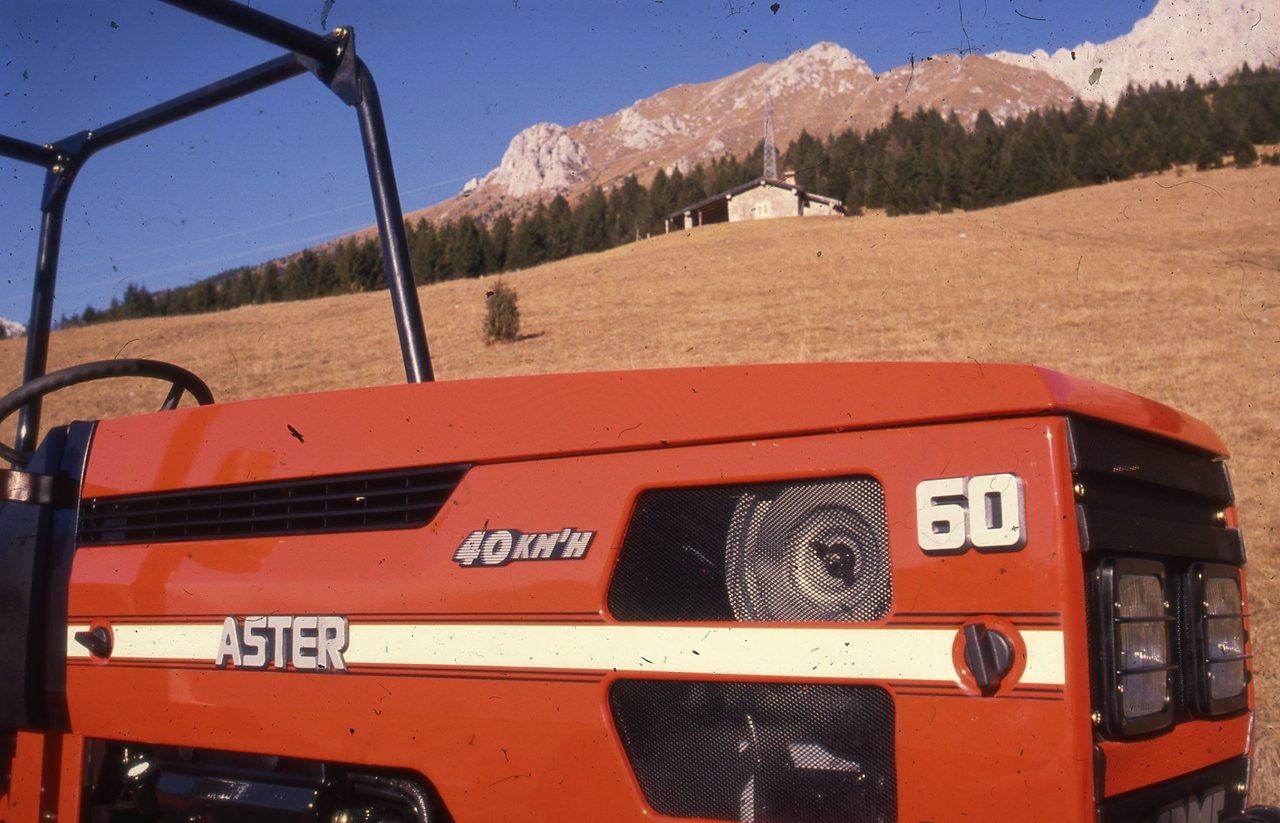 [SAME] trattore Aster 60 in montagna, particolare del cofano