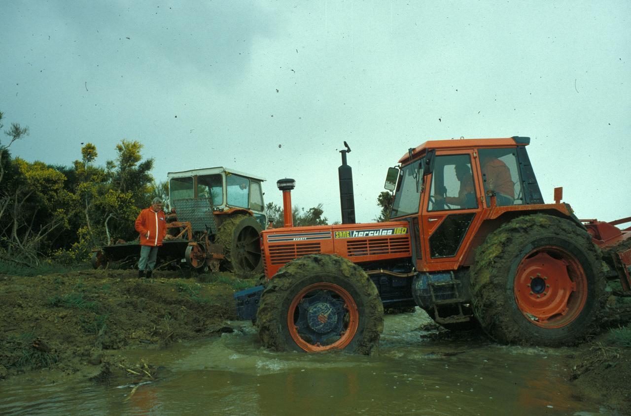 [SAME] trattori Drago, Hercules 160, Buffalo 130 e Leone al lavoro in Nuova Zelanda