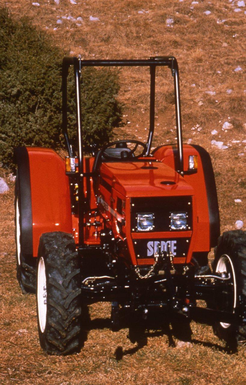 [SAME] trattore Antares 130 al lavoro con aratro e Solaris