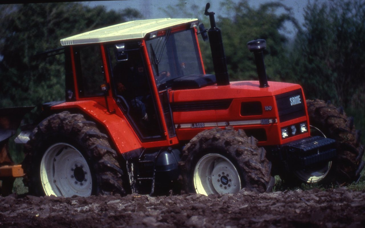 [SAME] trattore Laser 150 al lavoro con aratro