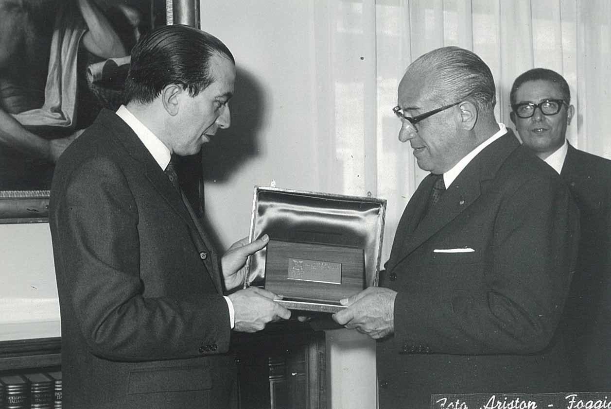 Premiazione del concessionario SAME Antonio Mancini da parte del Ministro dell'Industria On. Giulio Andreotti
