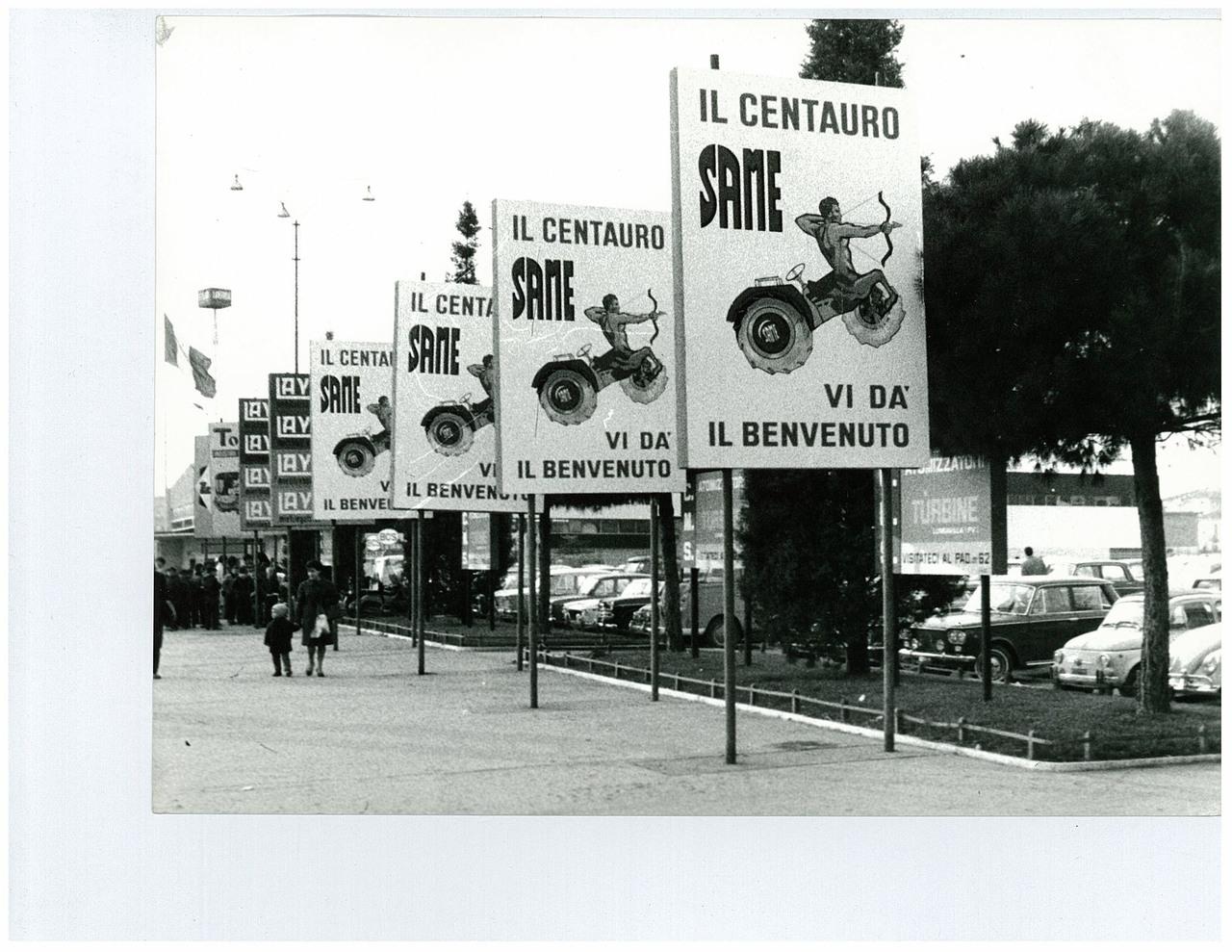Fiera di Verona - Cartelloni pubblicitari del trattore SAME Centauro