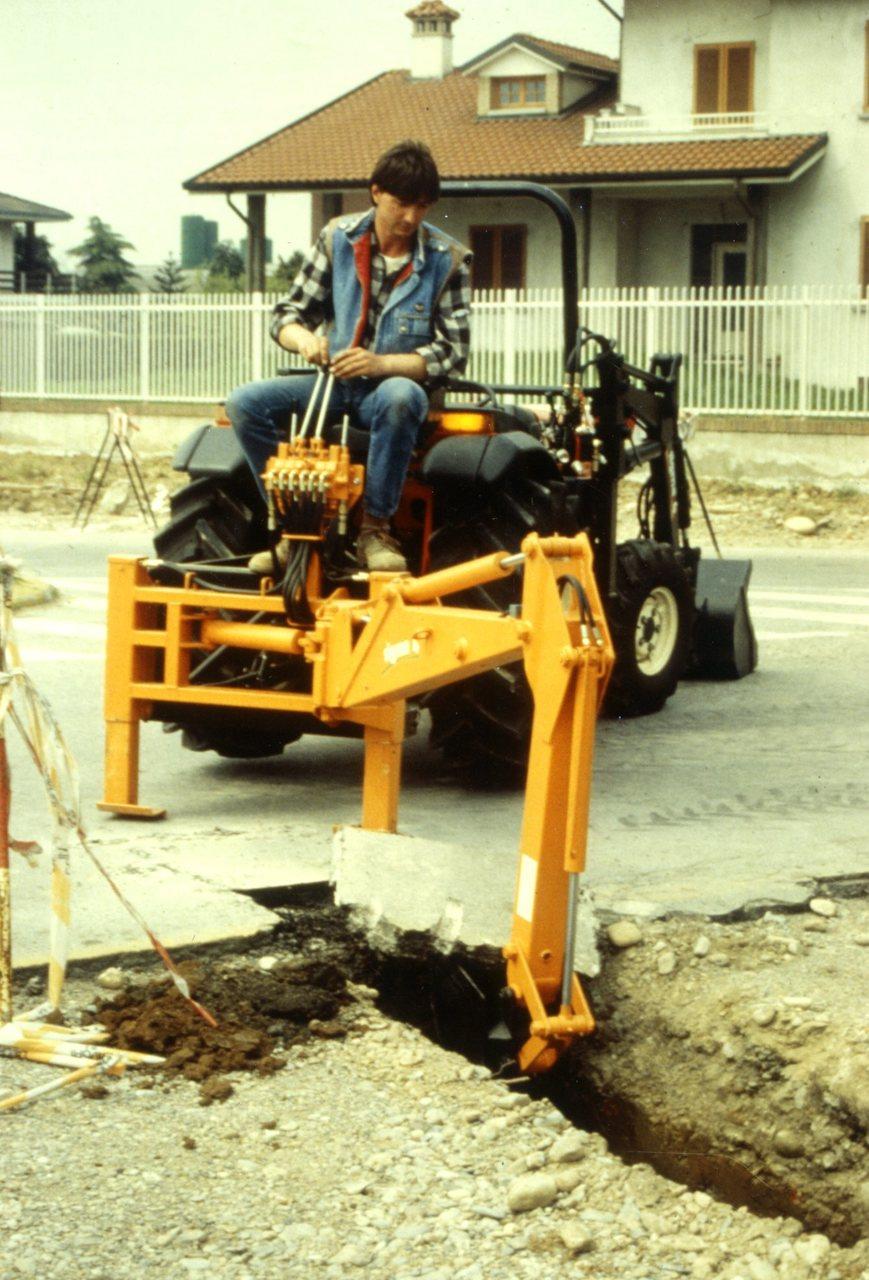 [Same] Solaris 35 al lavoro con escavatore
