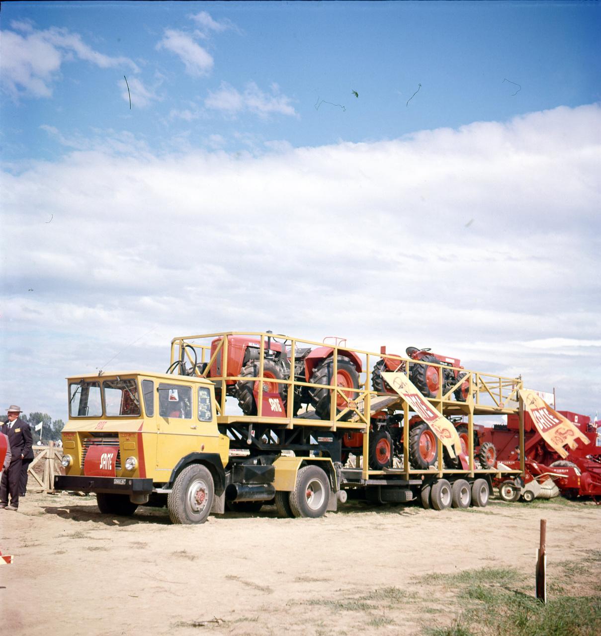 [SAME] Samecar Elefante durante il trasporto di trattori SAME