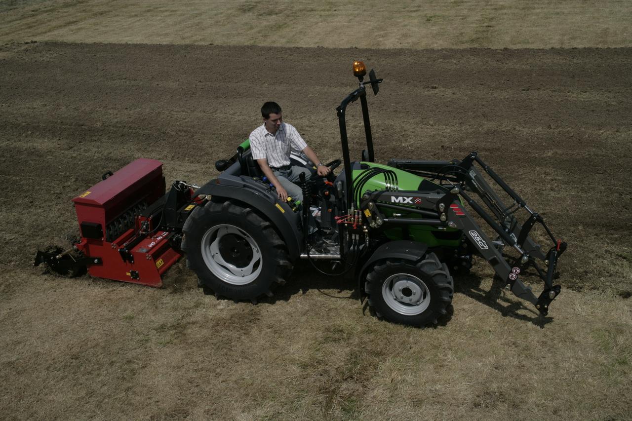 [Deutz-Fahr] trattore Agrokid 230 con attrezzatura per la fienagione, benna e fresa