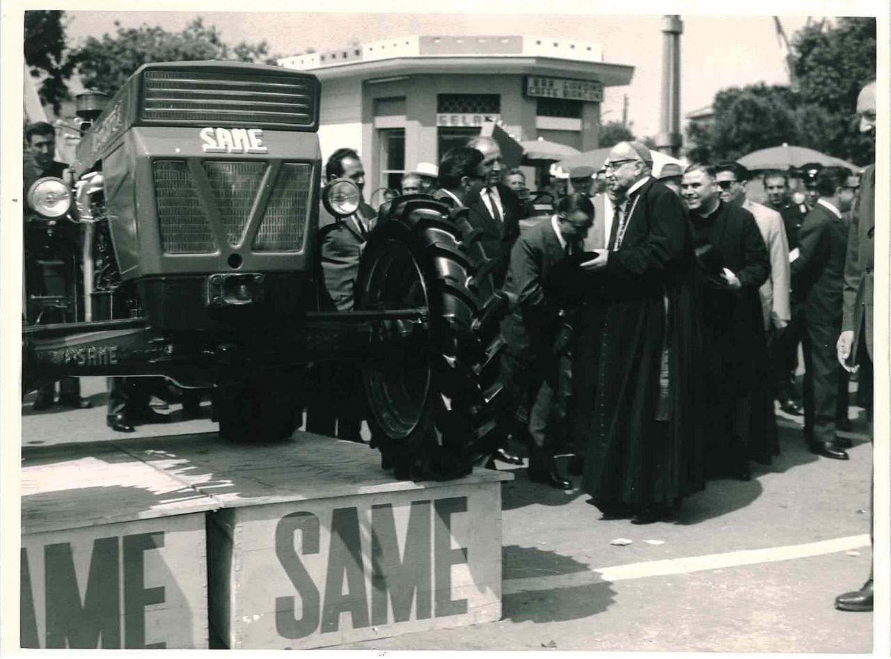 Lancio del trattore SAME Centauro a Tarquinia