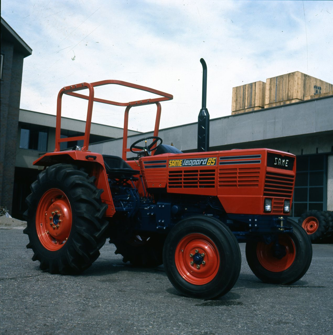 [SAME] trattore Leopard 85 presso lo stabilimento di Treviglio e particolari