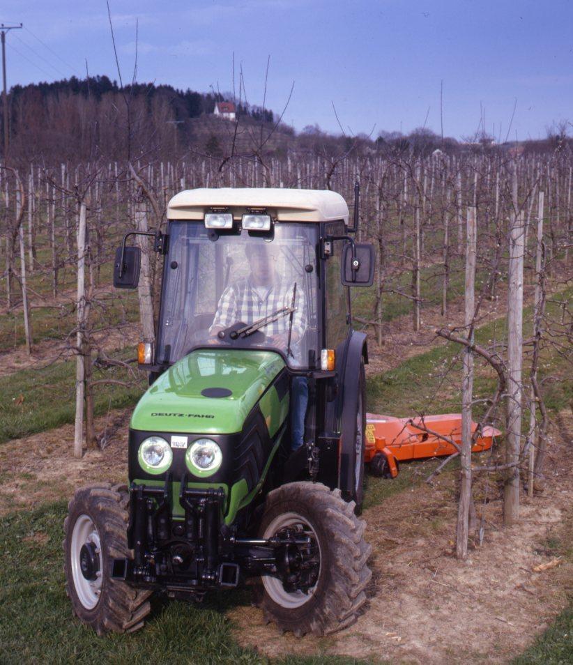 [Deutz-Fahr] trattore Agrocompact 70 F al lavoro con fresatrice