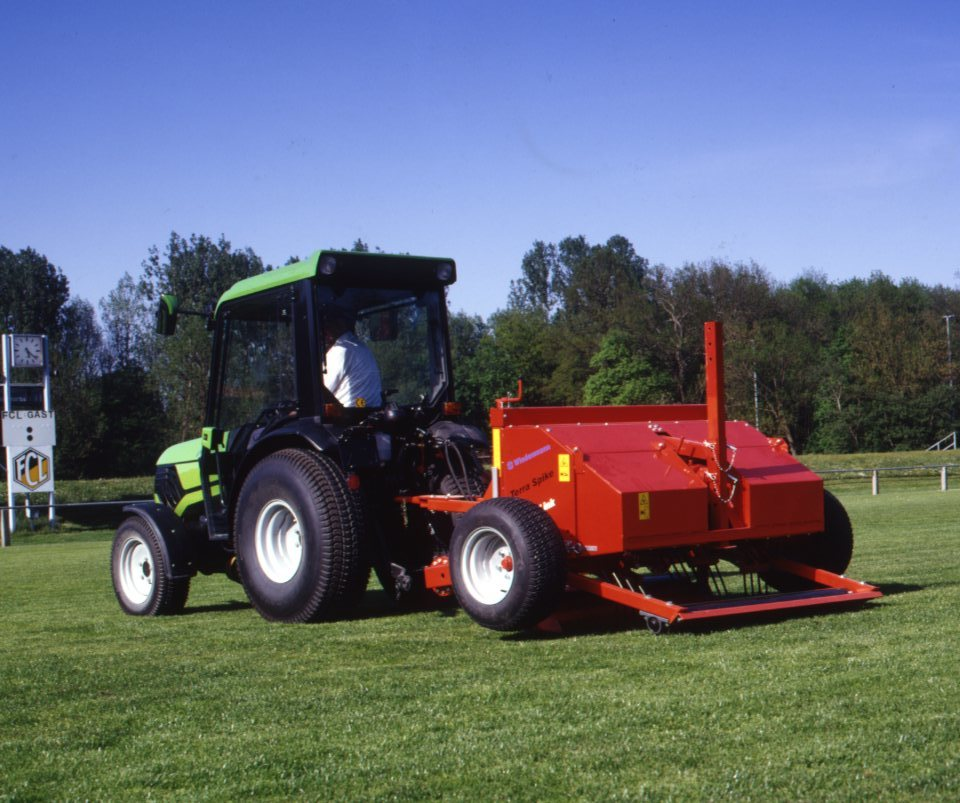 [Deutz-Fahr] trattore Agrokid 25-35-45 al lavoro con seminatrice