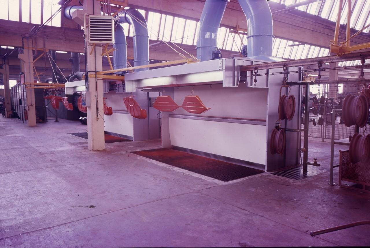 Interno fabbrica - Verniciatura parafanghi