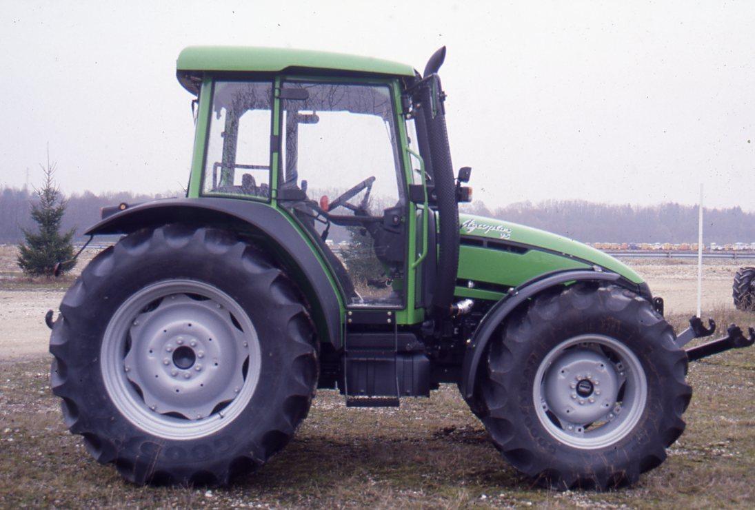 [Deutz-Fahr] trattore Agroplus 95 in campo