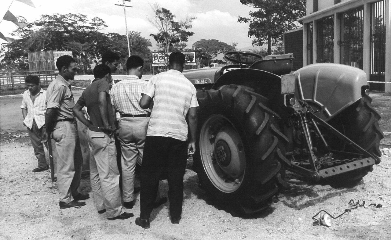 Trattori SAME alla Fiera di San Felipe (Venezuela)