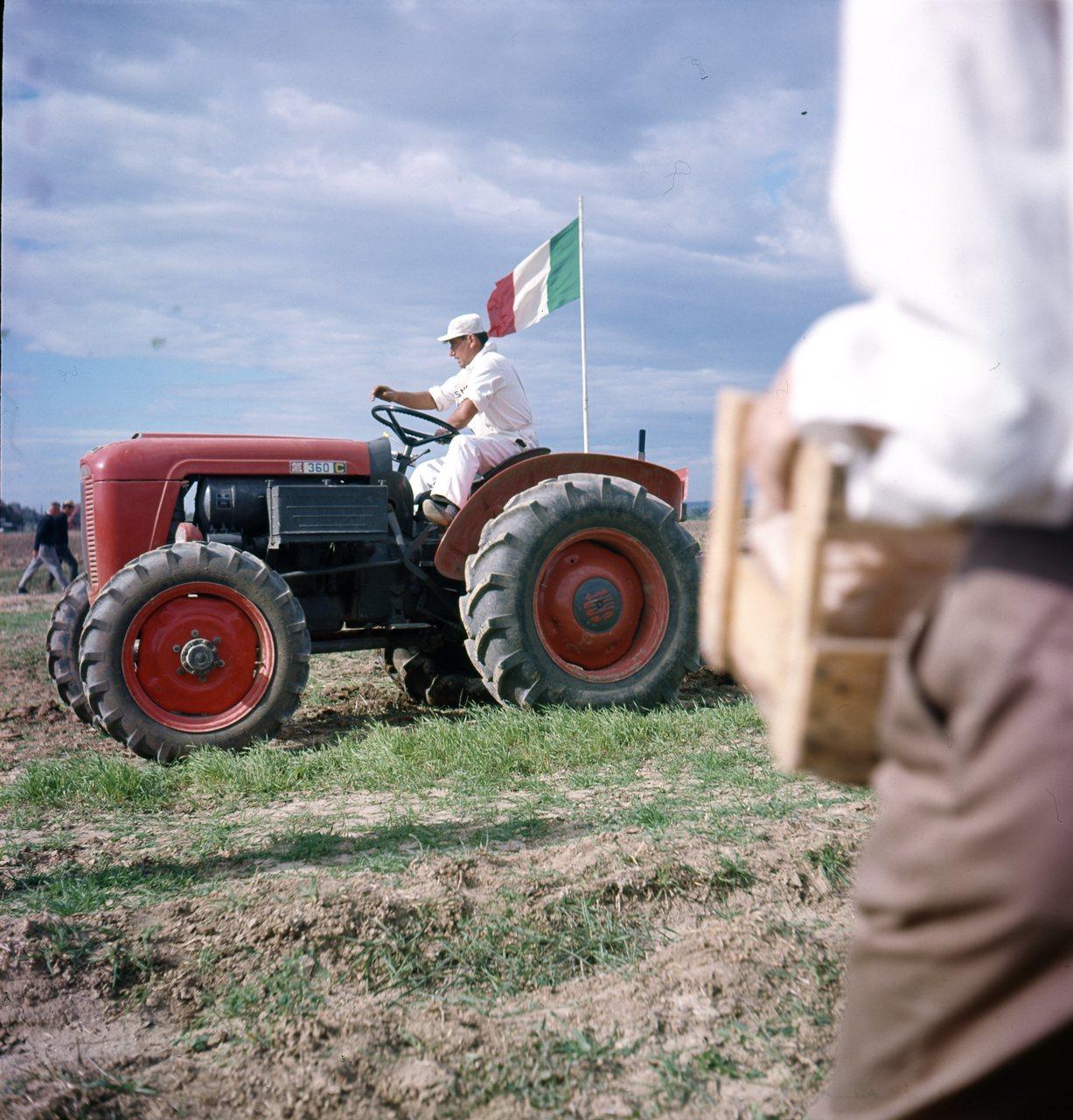Fotocolor SAME - Gara di motoaratura a Roma, 3/12/65
