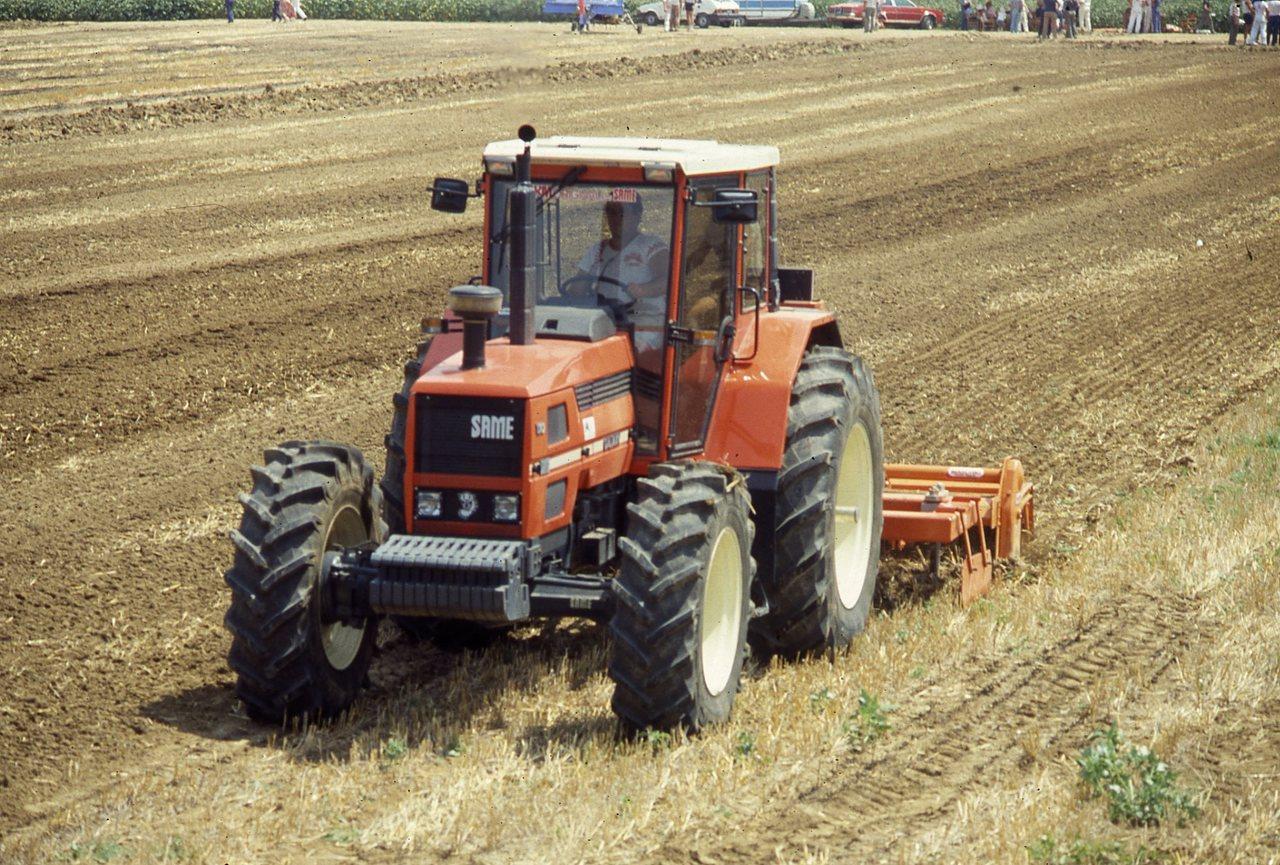 [SAME] trattore Galaxy 170 al lavoro con aratro e fresa