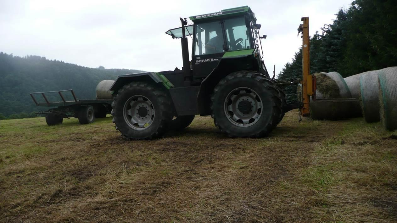 [Deutz-Fahr] trattore Intrac 6.60 Turbo al lavoro