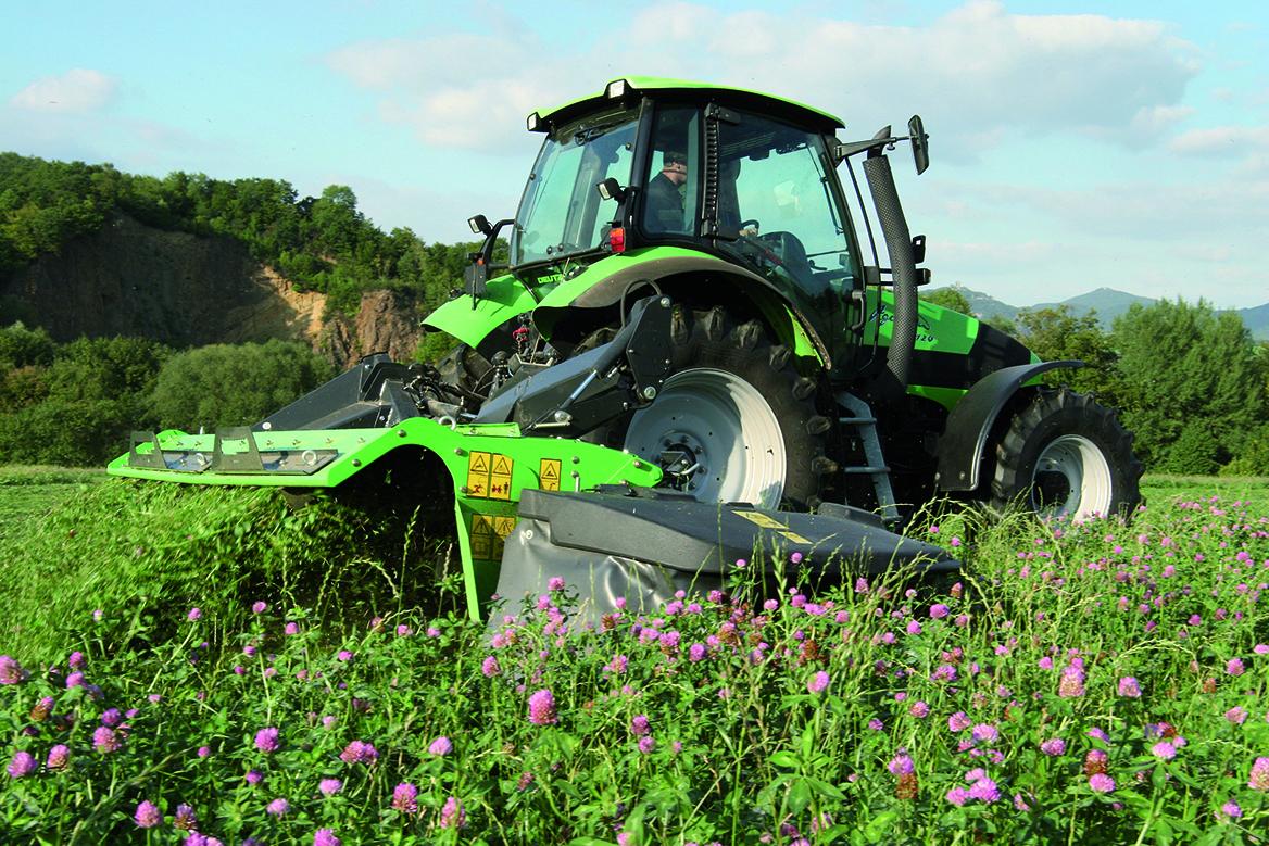 [Deutz-Fahr] trattori serie Agrotron, Agroplus impegnati in lavori di fienagione