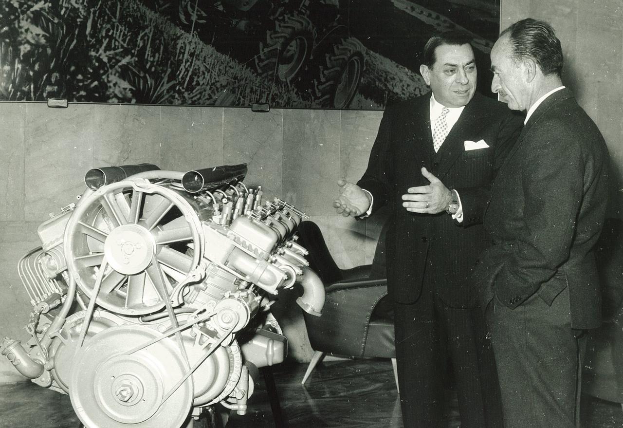Ing.- F. Cassani - Motore a V 8 cilindri