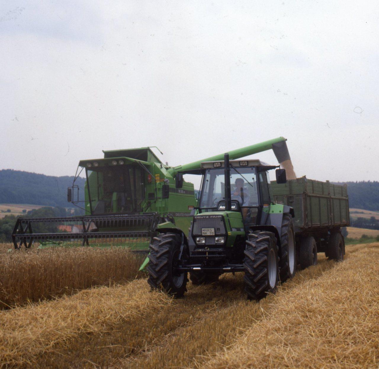 [Deutz-Fahr] trattore Agrostar 6.31 e mietitrebbia M 36.10 al lavoro