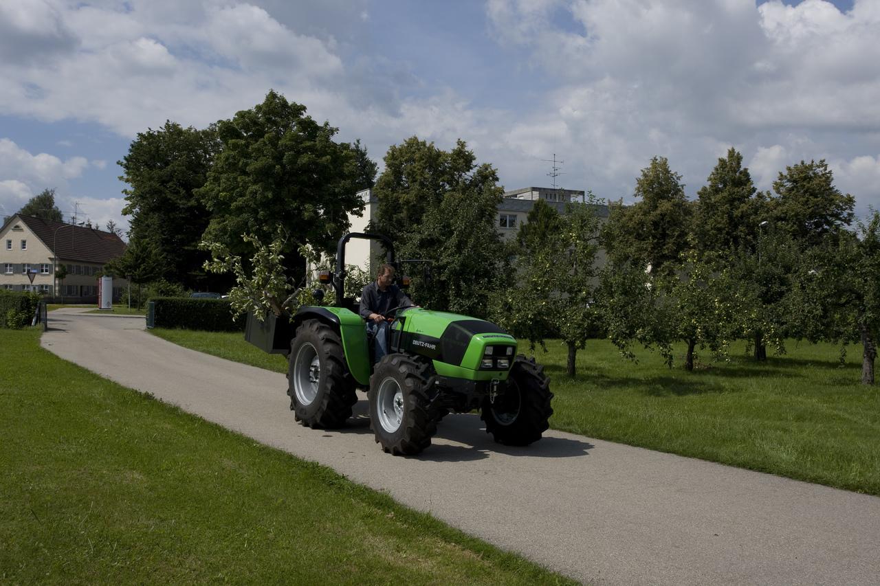 [Deutz-Fahr] trattore Agrolux 70 in movimento