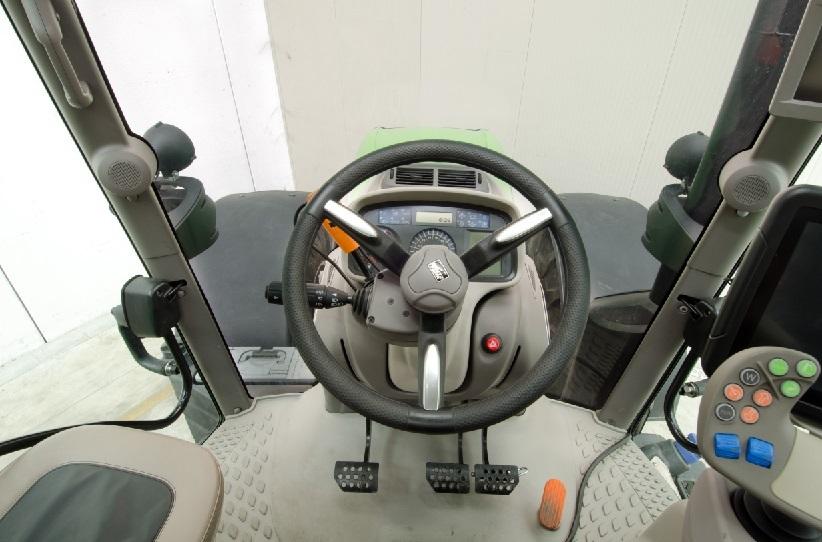 [Deutz-Fahr] trattore Agrotron 7250 TTV, dettagli interno cabina