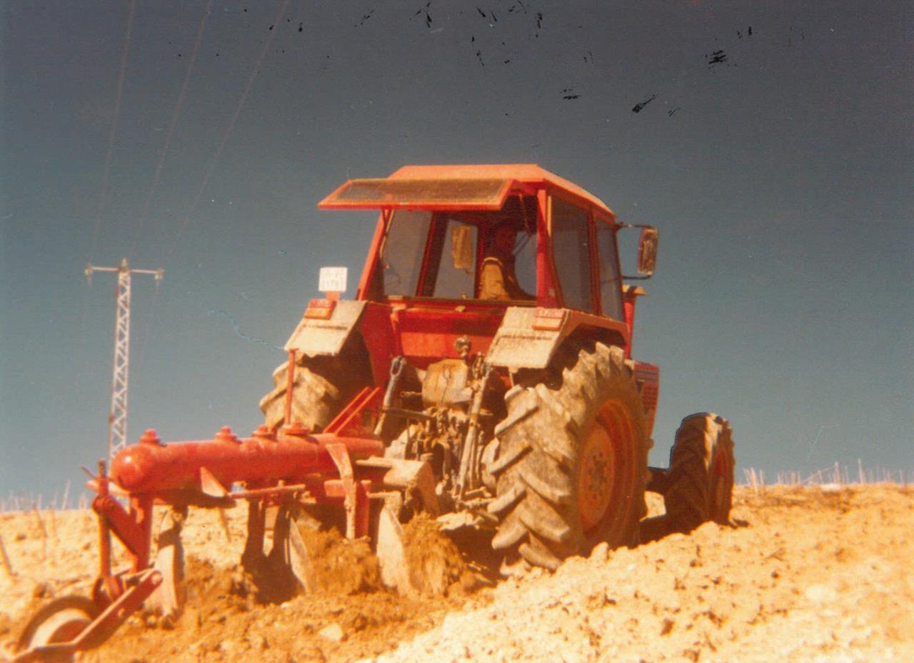 Trattore SAME Buffalo 130 in aratura nel sud Italia