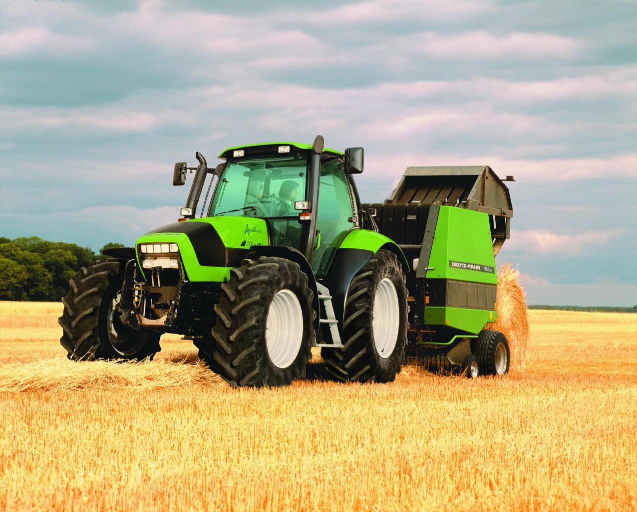 [Deutz-Fahr] trattore Agrotron TTV 1160 al lavoro con rotopressa