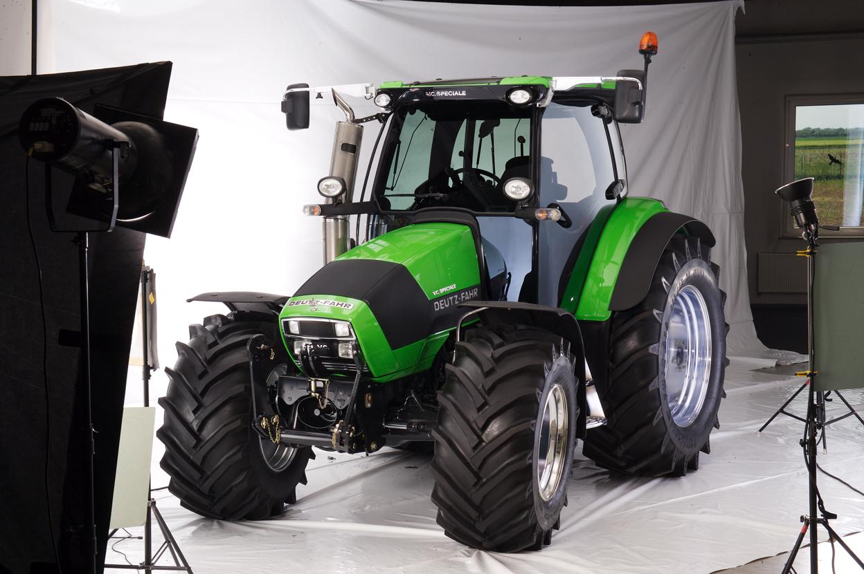 [Deutz-Fahr] trattore Agrotron K 120 V.C. Speciale in studio fotografico