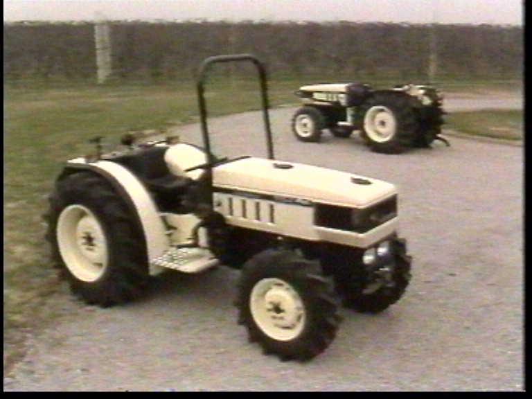 "5: Special tractors Lamborghini ""660-F"" and ""775-F"" - Heavy ground cultivations: salesman's manual"