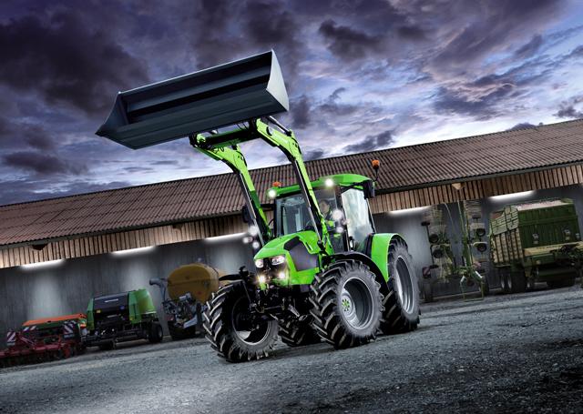 [Deutz-Fahr] trattore Serie 5 al lavoro