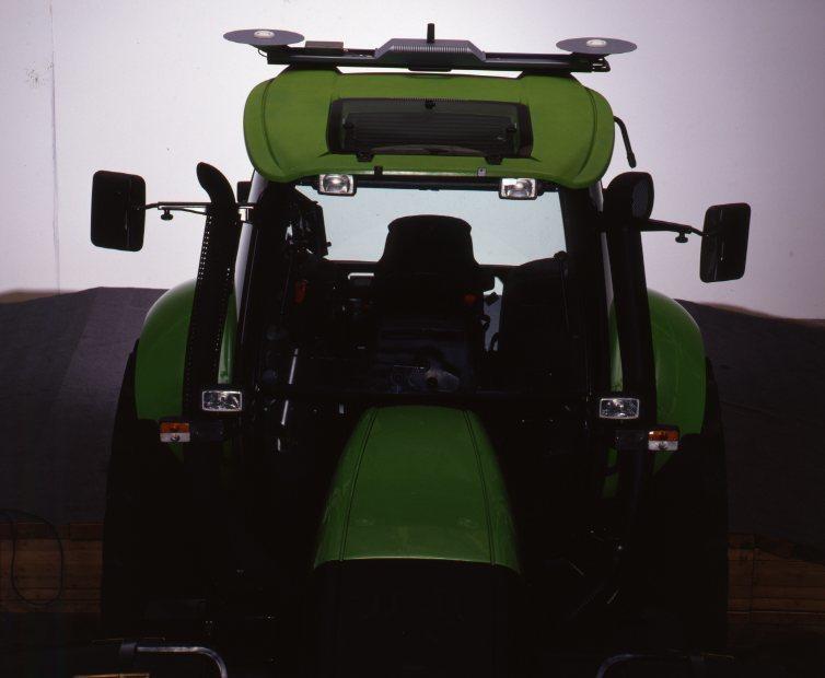 [Deutz-Fahr] trattore Agrotron 265 in studio fotografico