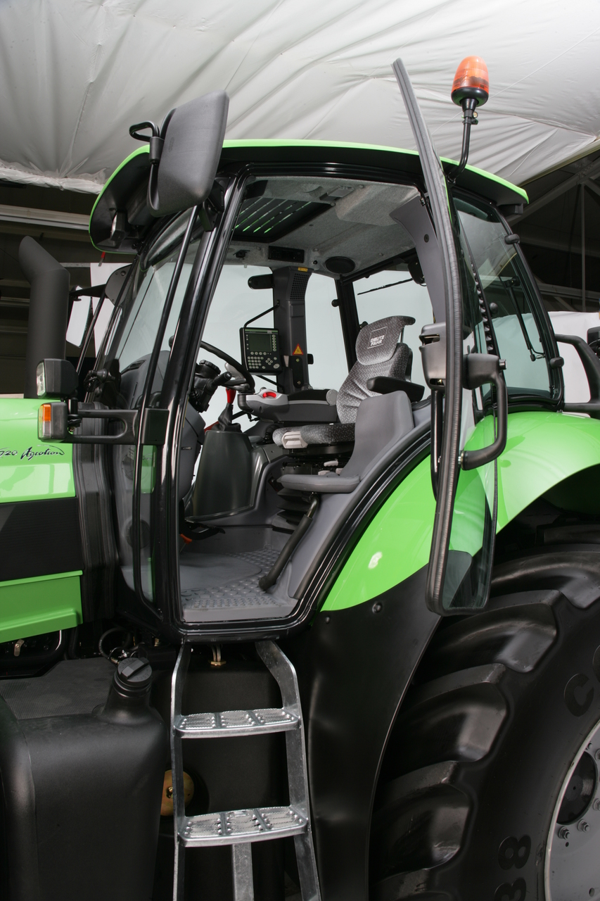 [Deutz-Fahr] trattore Agrotron X 720: particolari vari