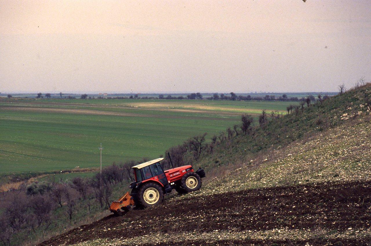 [SAME] trattore Antares 130 al lavoro con attrezzatura varia