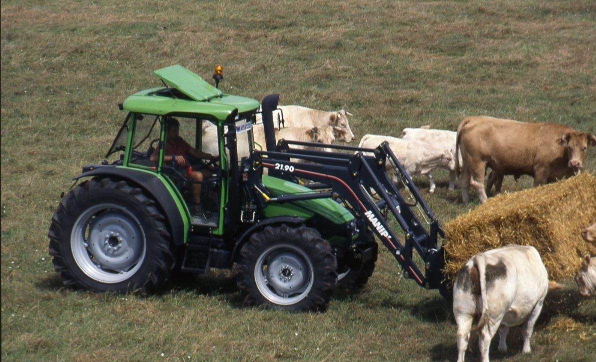 [Deutz-Fahr] trattore Agroplus 70 con pala caricatrice e rimorchio per il fieno