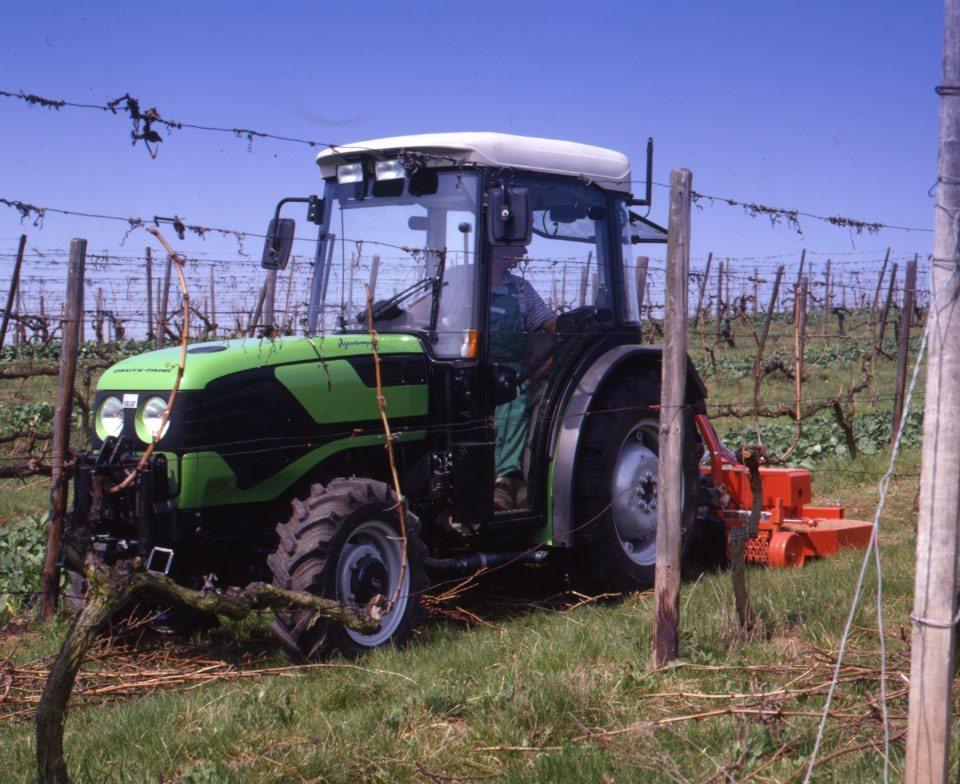 [Deutz-Fahr] trattore Agrocompact 70 F con falciatrice