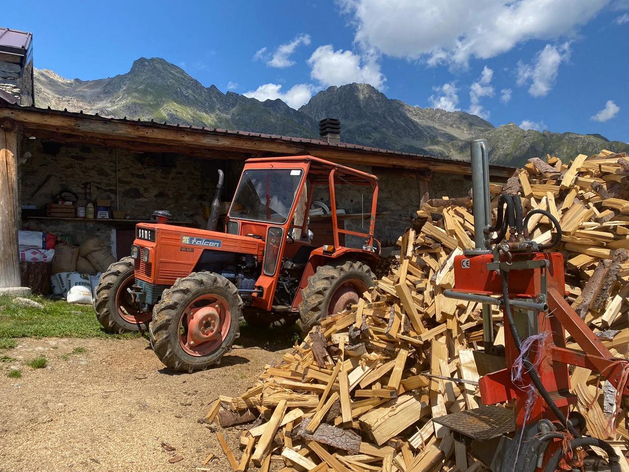 [SAME] trattore Falcon con attrezzatura per tagliare la legna